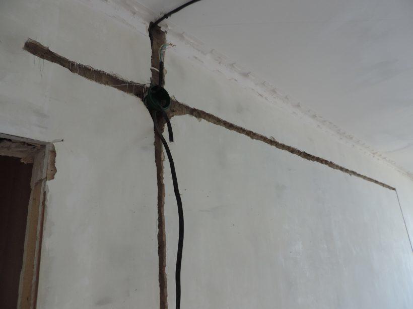 Замена электропроводки под штукатуркой